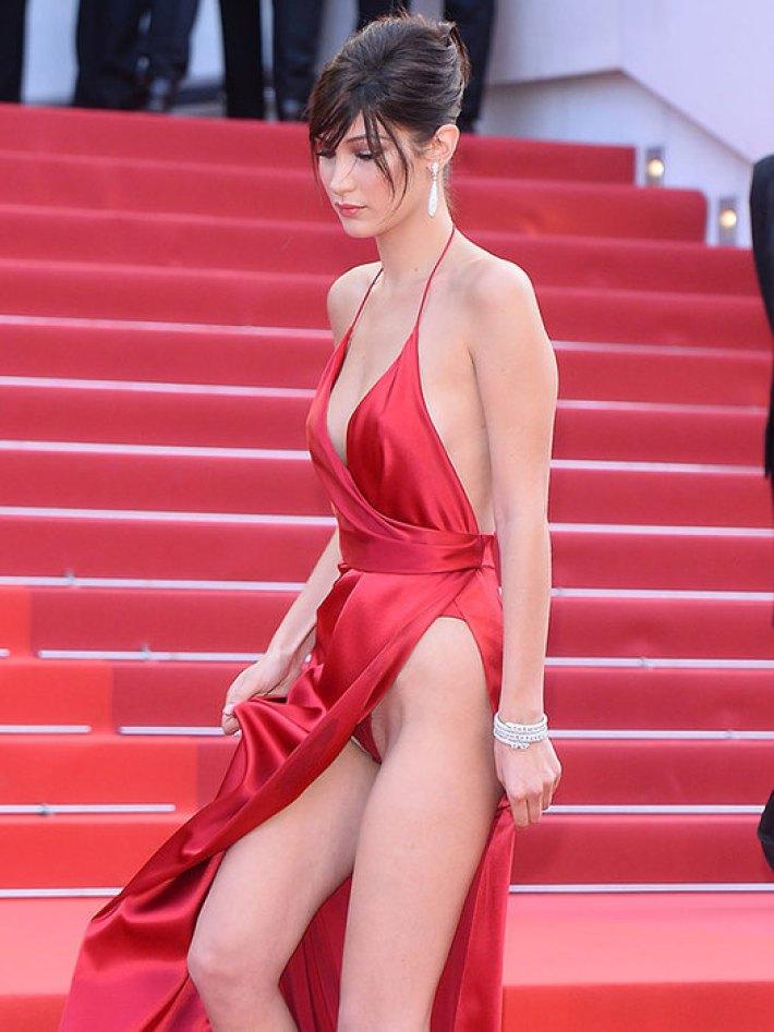 девушки в платьях без белья самые различные