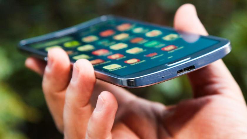 В будущем все телефоны будут с гибкими дисплеями. Оно нам надо?