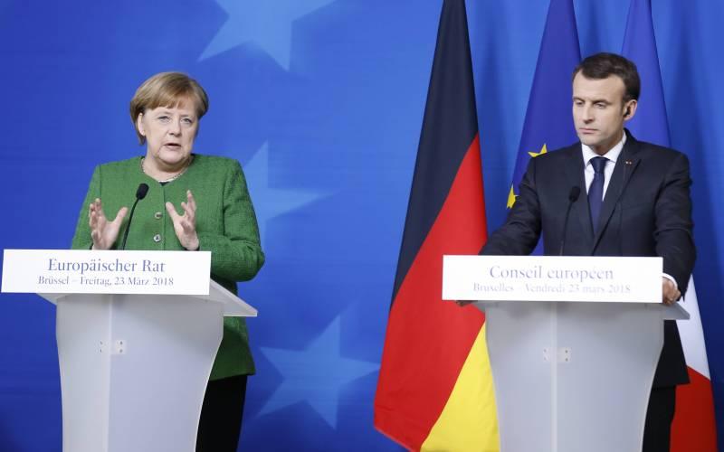 Меркель и Макрон пригрозили Москве новыми санкциями