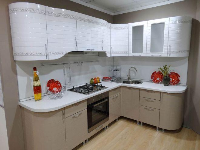 Как подобрать столешницу к фасадам кухни
