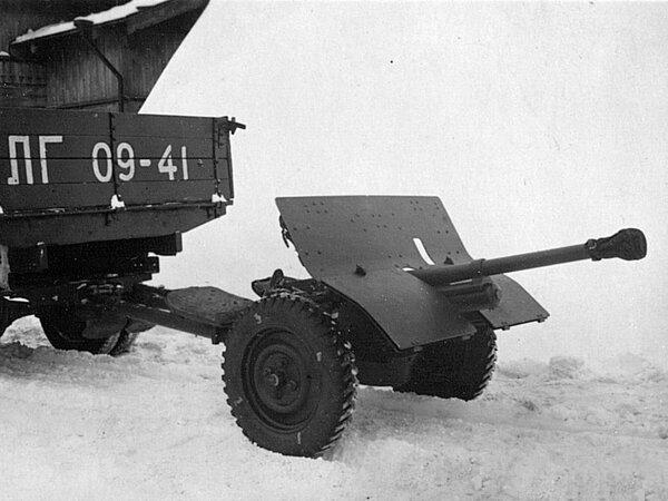 37-мм противотанковая польская пушка. Производилась по лицензии шведской фирмы «Бофорс». Эти пушки активно и успешно применялись под Москвой.