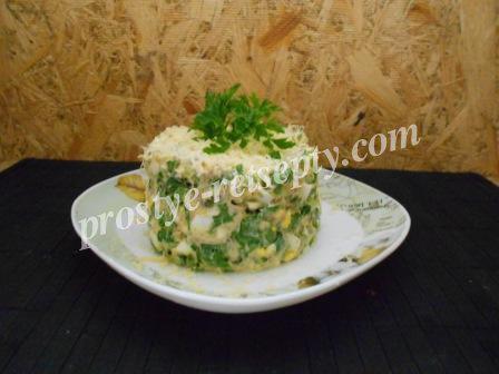 Салат из рыбной консервы и черемши с грибами