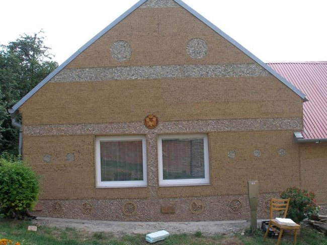 Дома из необычных материалов (20 фото)