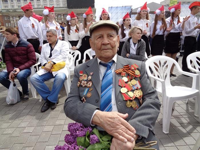 Военный парад и стотысячный «Бессмертный полк»: Как Донецк отметил День Победы украина