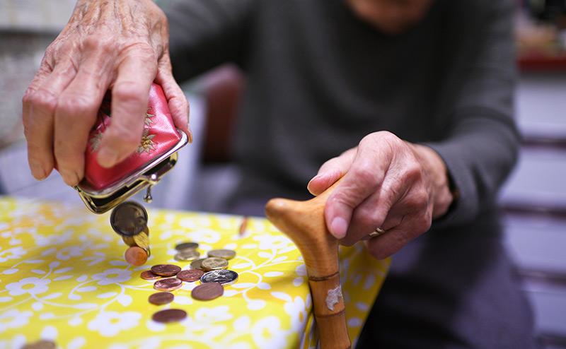 Первоапрельская шутка Медведва: Пенсии старикам увеличат на 250 рублей