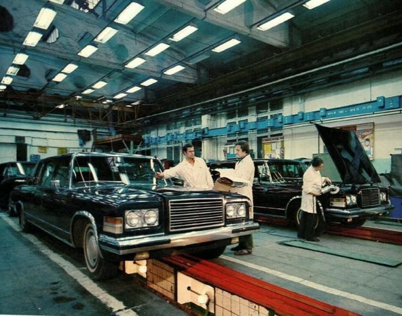 В цеху сборки легковых автомобилей завода ЗиЛ, 1979 год, Москва история, картинки, фото