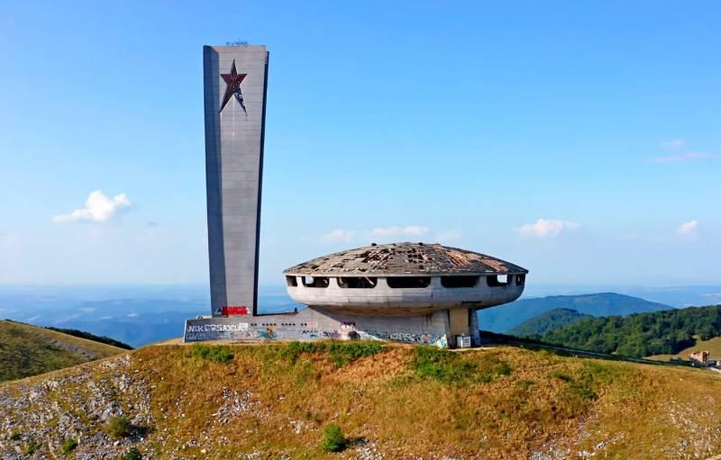 Для чего болгары спасают скандальный «храм коммунизма» Новости