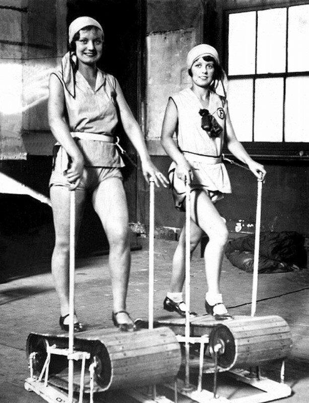 Девушки на деревянных беговых дорожках, США, 1920 год. история, ретро, фото