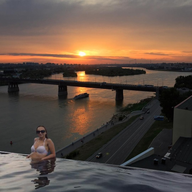 Если бы в Омске были открытые бассейны с видом на город