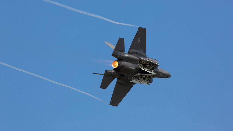Двигатели американских истребителей F-35 начали массово выходить из строя Армия