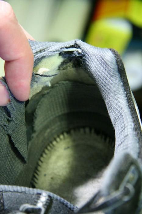 Картина, знакомая всем любителям кроссовок.