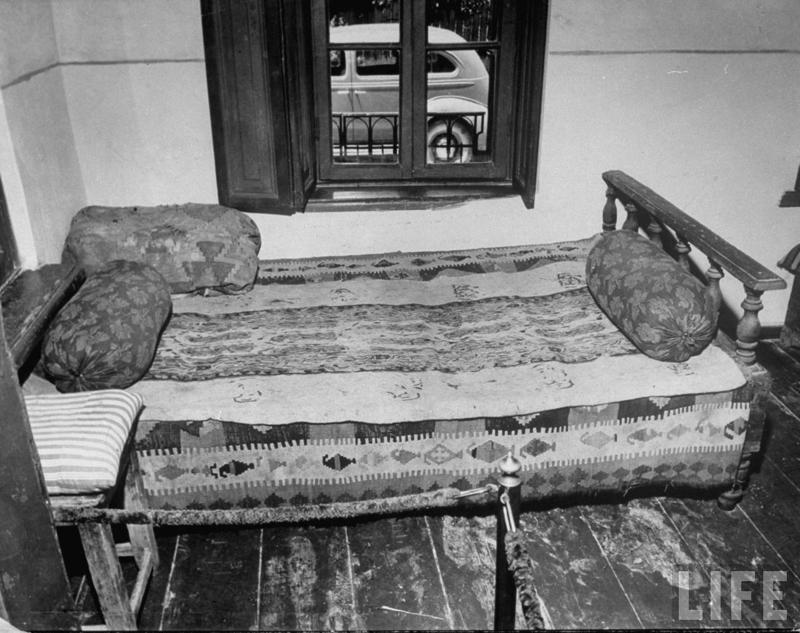 Когда его рожали все инакомыслящие дрожали: кровать, на которой родился Сталин. было, история, фото