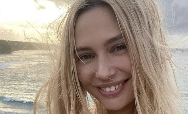 Наталья Рудова отвлекла пляжных спасателей купальником с слишком смелыми вырезами Культура