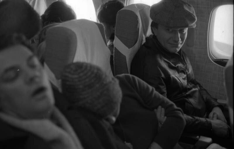 """30. Андрей Миронов и Александр Ширвиндт летят во Львов на съемки фильма """"Старики–разбойники"""", 1970 год жизнь, исторические фото, история, прошлое, фото"""