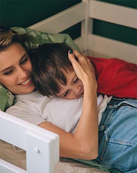 Дарья Мельникова впервые показала младшего сына Дети,Дети знаменитостей