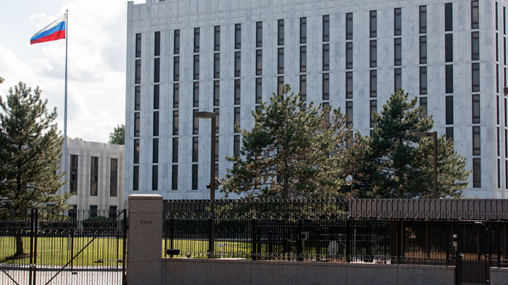 Путина свергнуть, черноморских моряков наказать, флот США ввести: За что сенатора США не пустили в Россию