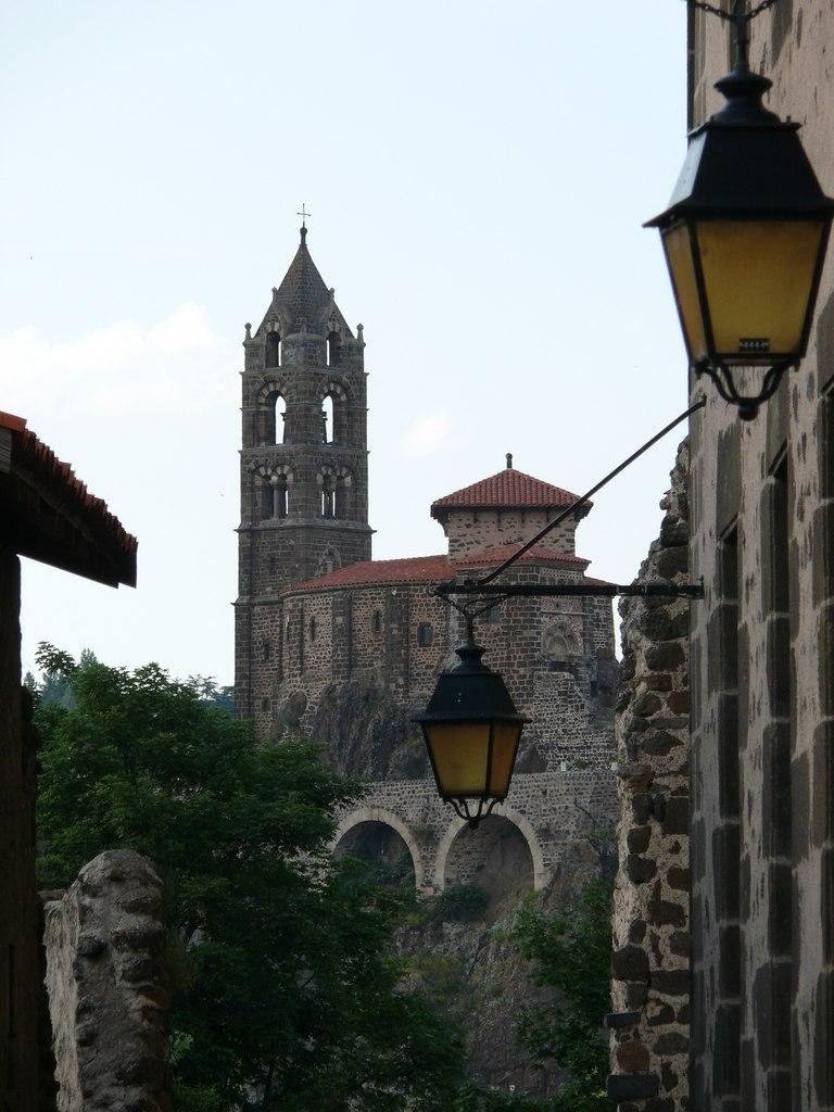 Уникальная церковь Сен-Мишель д'Эгиль