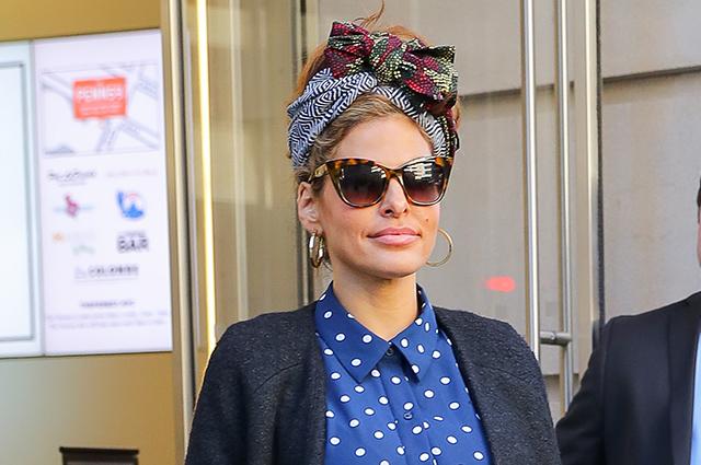 Редко, но метко: Ева Мендес продемонстрировала стильный образ на улицах Нью-Йорка