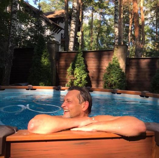 Как изменила новая любовь Александра Домогарова