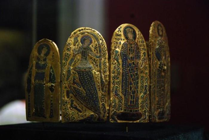 Самые знаменитые короны средневековых монархов