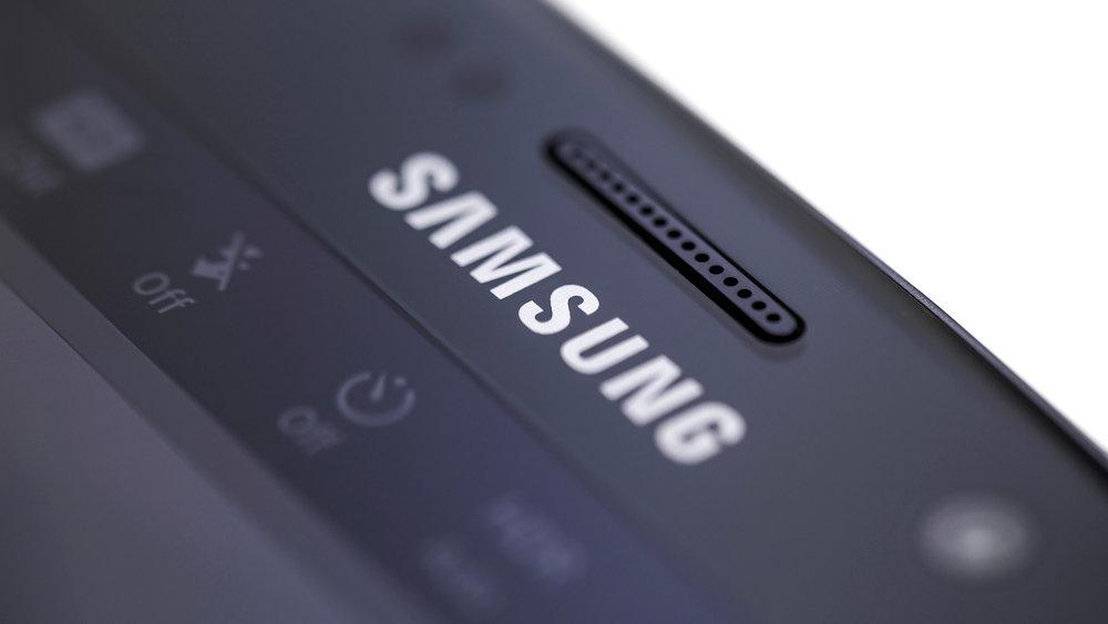На официальном сайте Samsung случайно засветился секретный смартфон