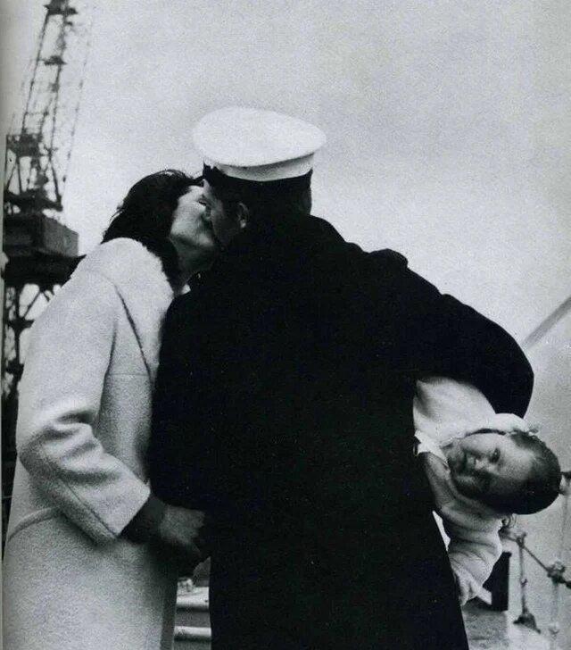 19. Из рейса вернулся муж, США, 1940-е интересно, исторические фото, история, ностальгия, фото