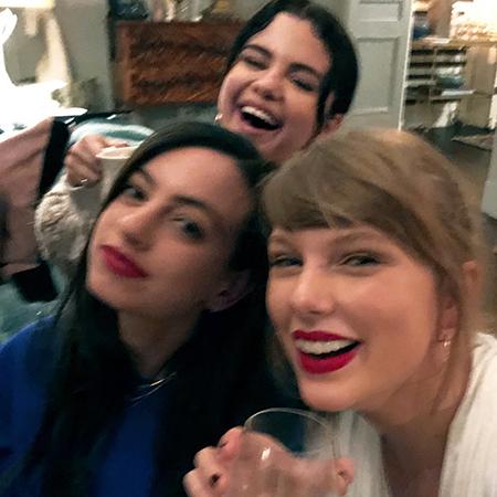 Вместе веселей: Селена Гомес провела вечер в компании своих подруг Тейлор Свифт и Каззи Дэвид новости
