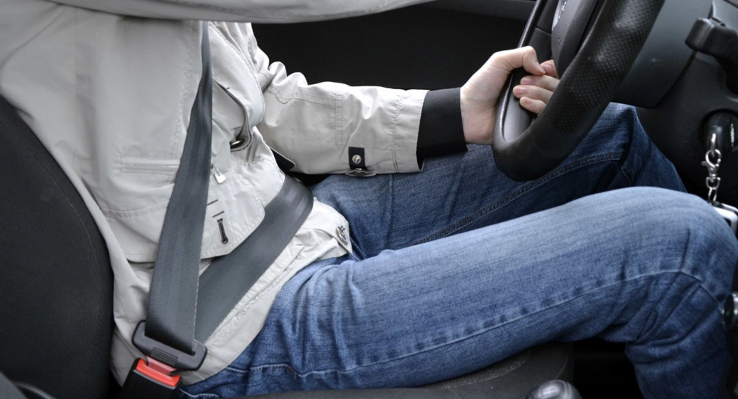 ГИБДД напоминает о необходимости использования ремней безопасности в машине Автограмота