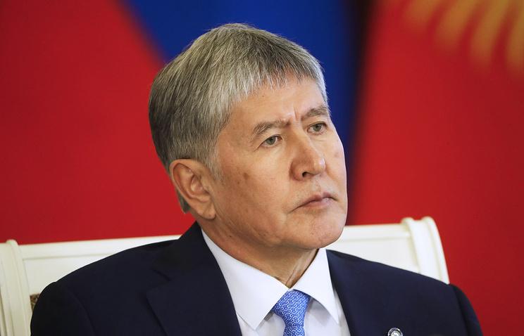 Атамбаев: Киргизии угрожали ракетными ударами из-за авиабазы ВВС США