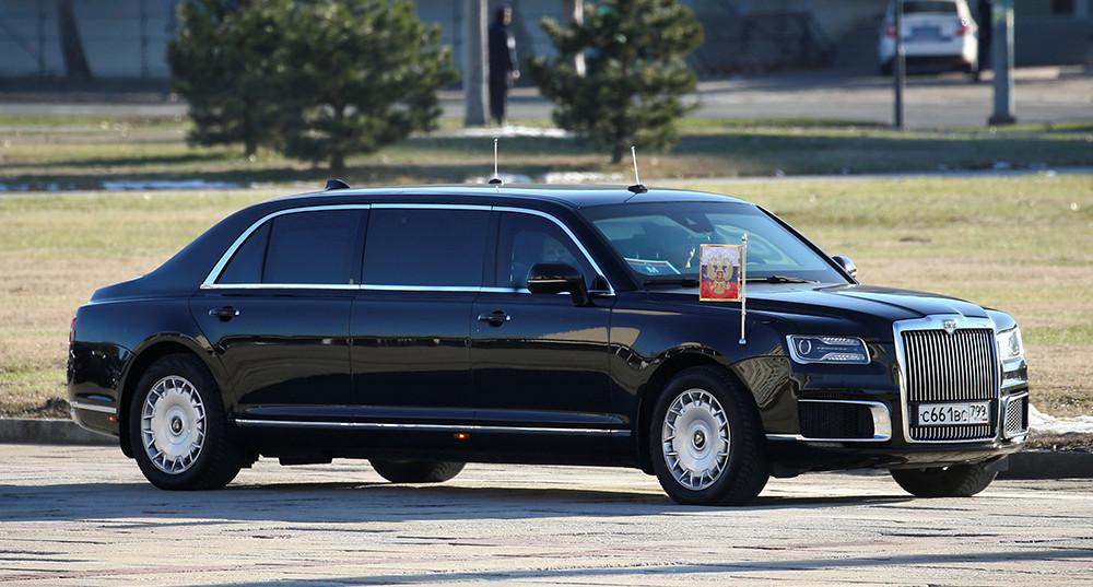 Путин встретился с Вучичем в Белграде и прокатил его на лимузине Aurus