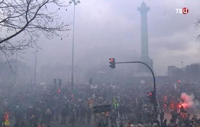 Полмиллиона противников реформ вышли на улицы Франции