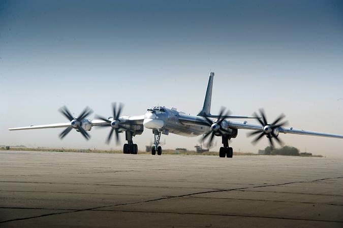 Ту-95 — удивительный самолёт! Являясь реликтом холодной войны, вызывает настоящую истерику на западе