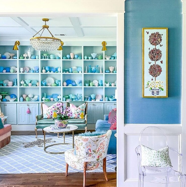 """Красочный интерьер домохозяйки и коллекционера посуды в стиле """"Гранд Миллениал"""" идеи для дома,интерьер и дизайн"""