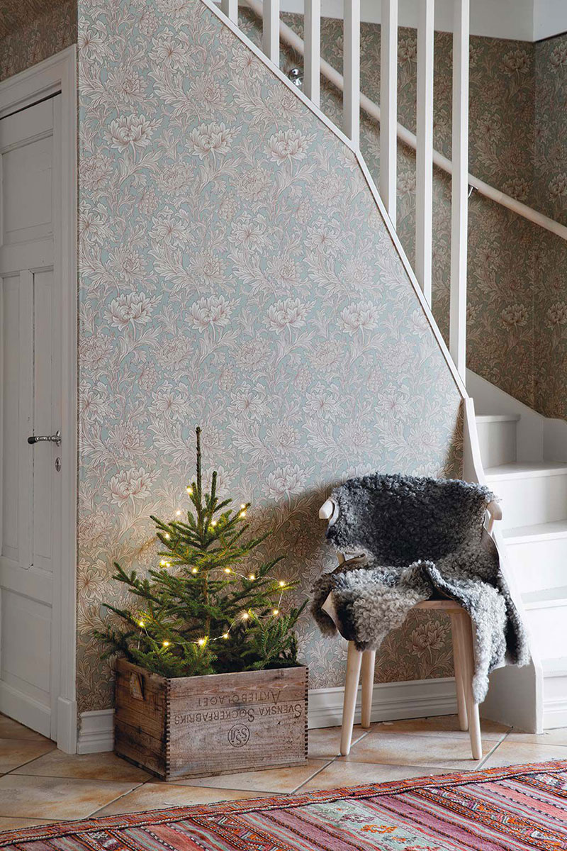 Минималистично и уютно: рождественская атмосфера в небольшом доме в Швеции дерево в интерьере