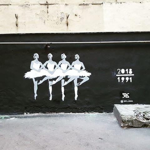 В Петербурге нарисовали граффити с «Лебединым озером», посвященное инаугурации президента