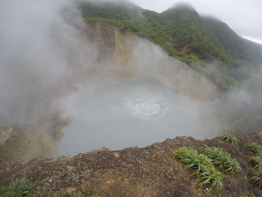 10 странных мест, которые вызывают удивление: самые необычные водоемы мира