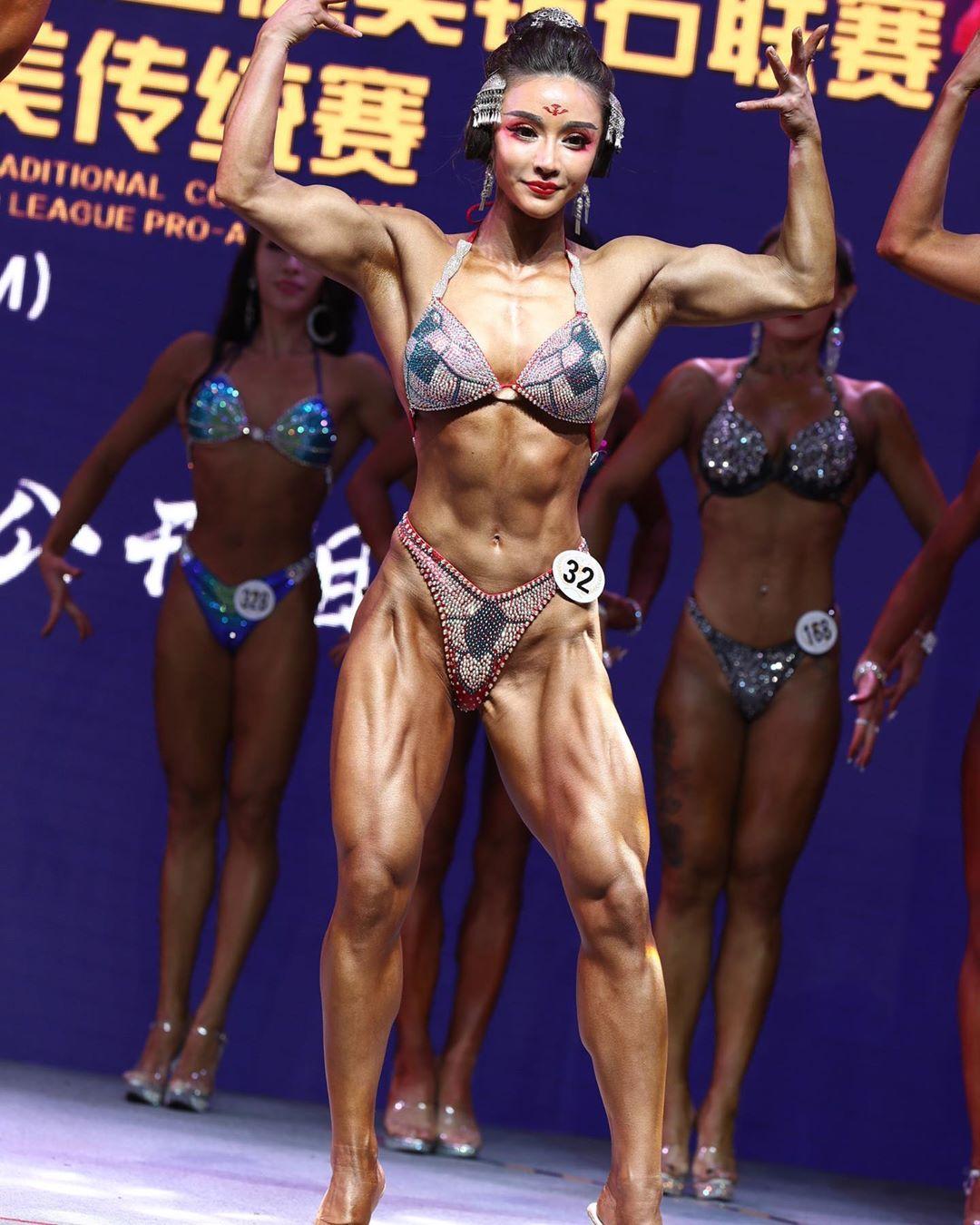 Бодибилдерша представила косплей Чунь Ли — посмотрите на эти мышцы Игры,косплей