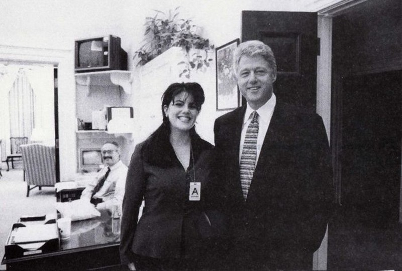 Билл Клинтон и Моника Левински сразу после приема на стажировку в Белый дом последней, 17 ноября 1995 год. история, картинки, фото
