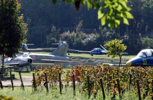 Крупнейшая в мире коллекция истребителей в шато Савиньи-ле-Бон
