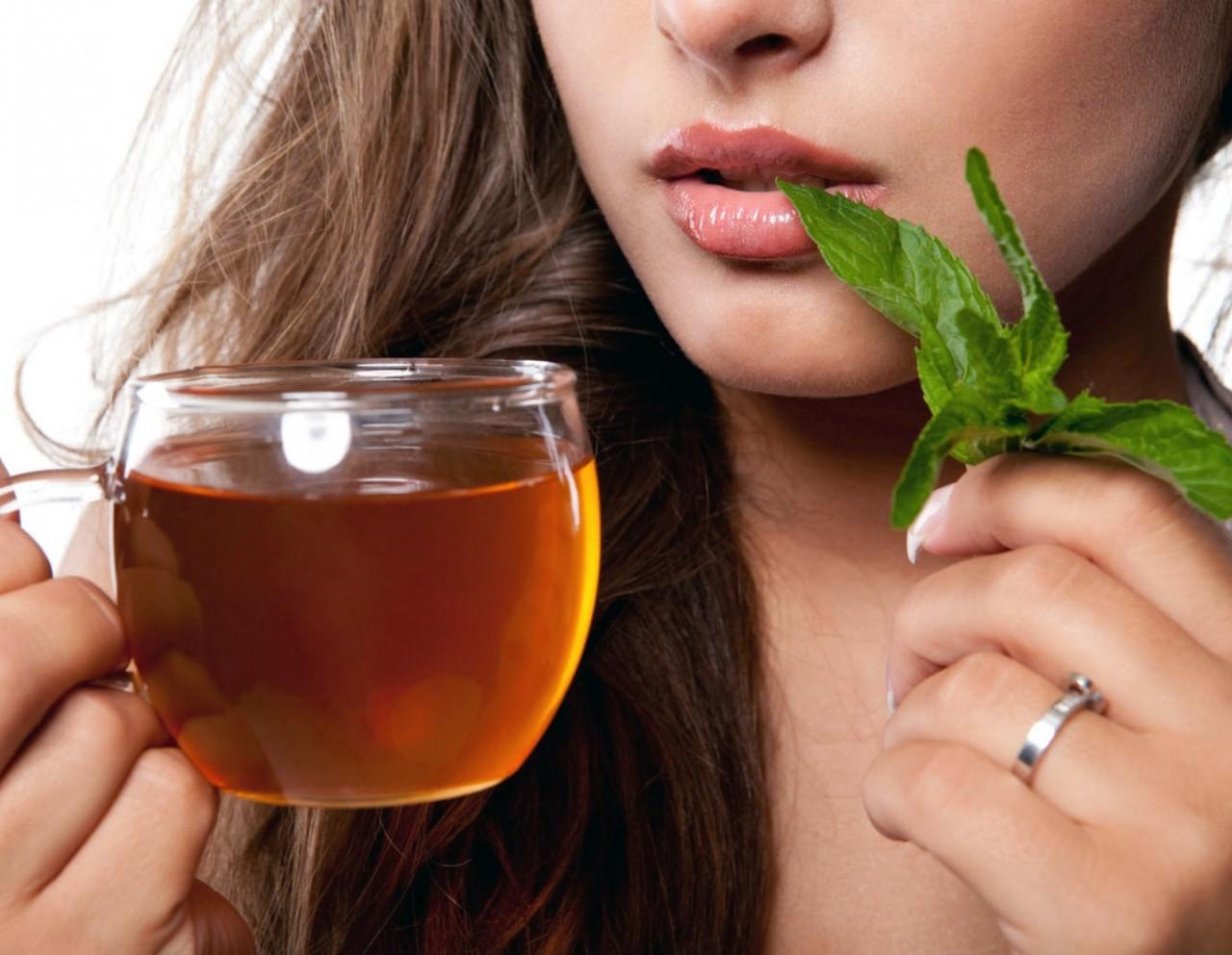 Картинки по запросу Регулярное питье мятного чая придает коже лица свежесть и розоватый оттенок