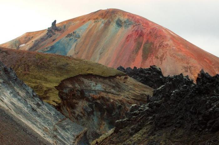 Природа раскрасила горы (15 фото)