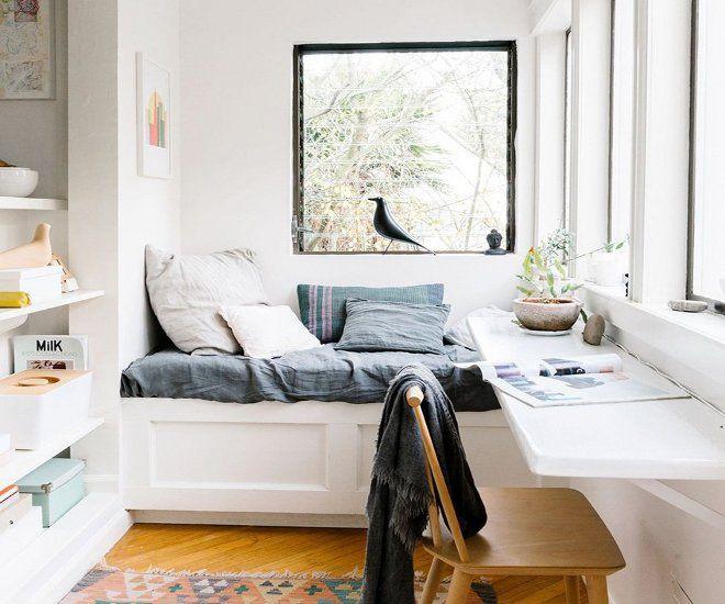 дизайн спальни с балконом кровать