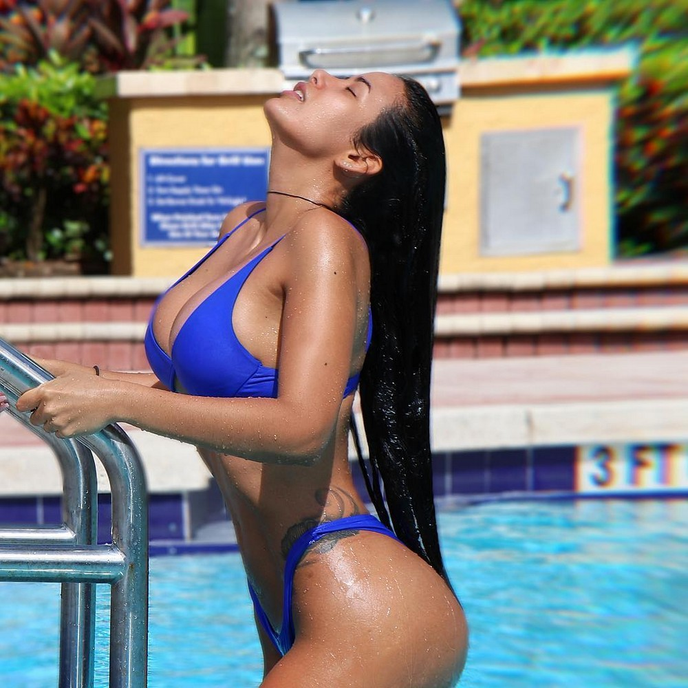 Sun, water and wet girls