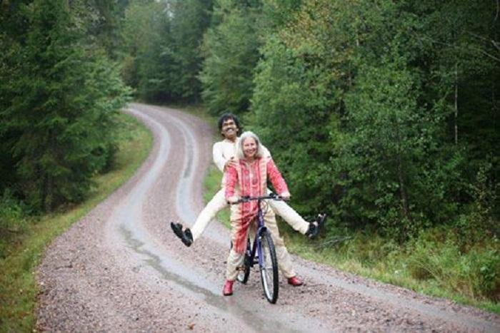 Мужчина продал все и купил велосипед: он преодолел 6000 миль, чтобы быть с ней