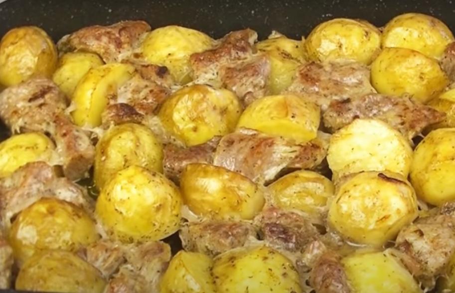 Картофель с мясом в духовке: отличное блюдо к обеду