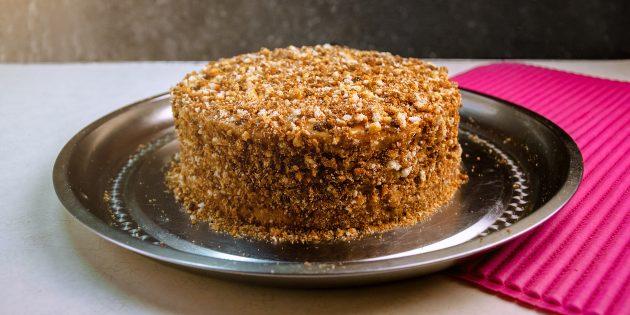 Шоколадный торт с кремом из варёной сгущёнки и сметаны: простой рецепт