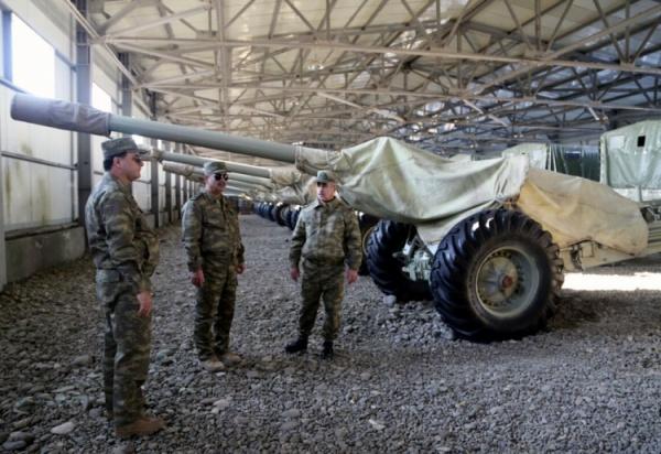 Министр обороны Азербайджана проверил боеготовность артиллерийских частей