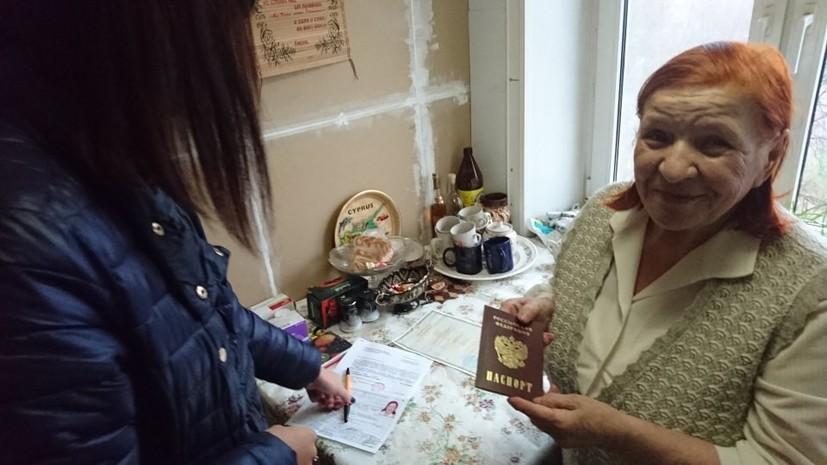 Проработавшая 30 лет в СССР военным медиком Елена Азимова получила гражданство России