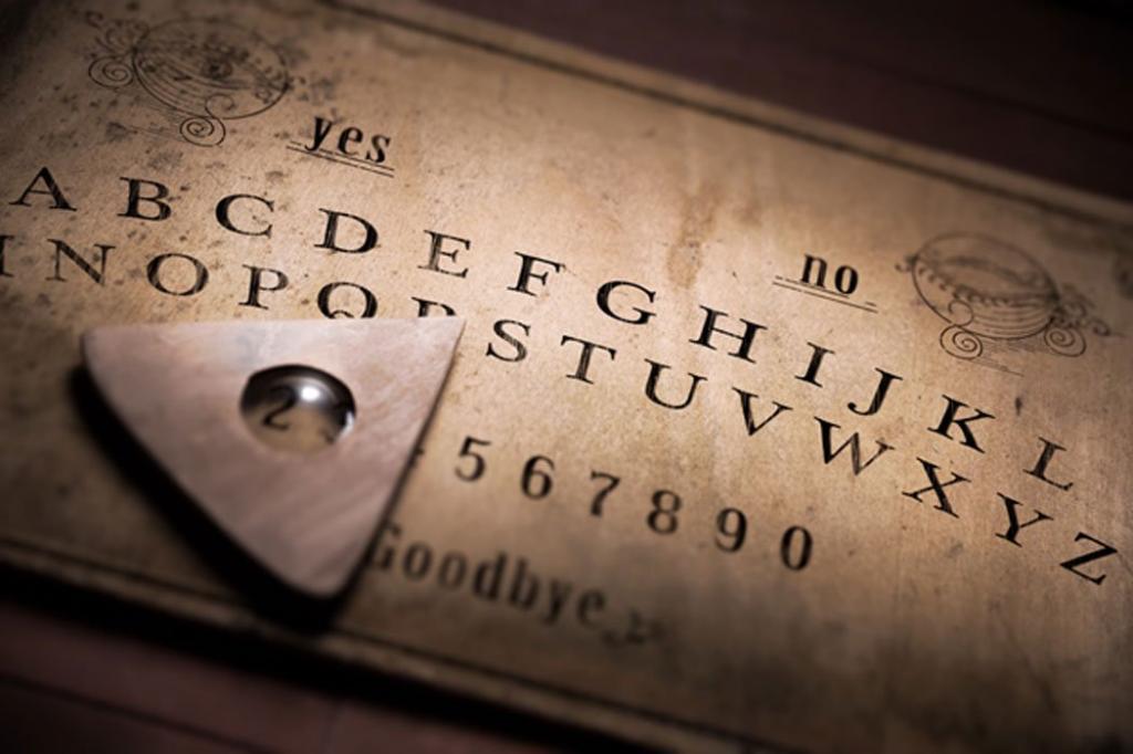 Немного о спиритизме: доска Уиджа не всегда считалась зловещей