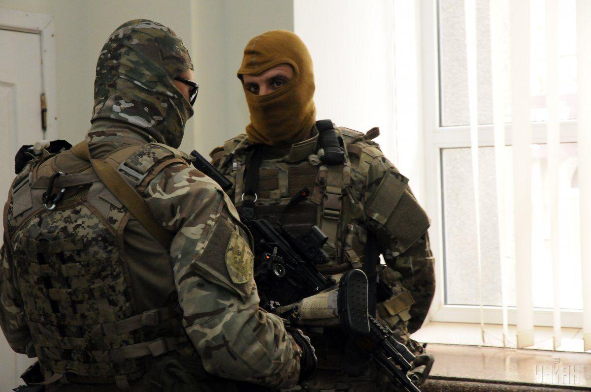 Вооруженные силовики не выпускают людей из здания «Мирноградуголь»